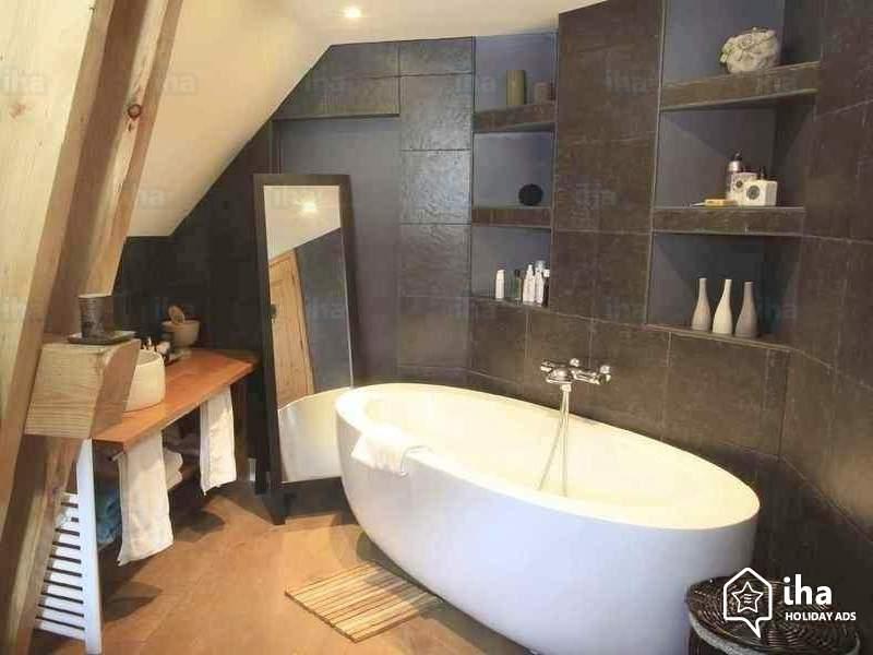 Aménager une petite salle de bain tendance, baignoire îlot ...